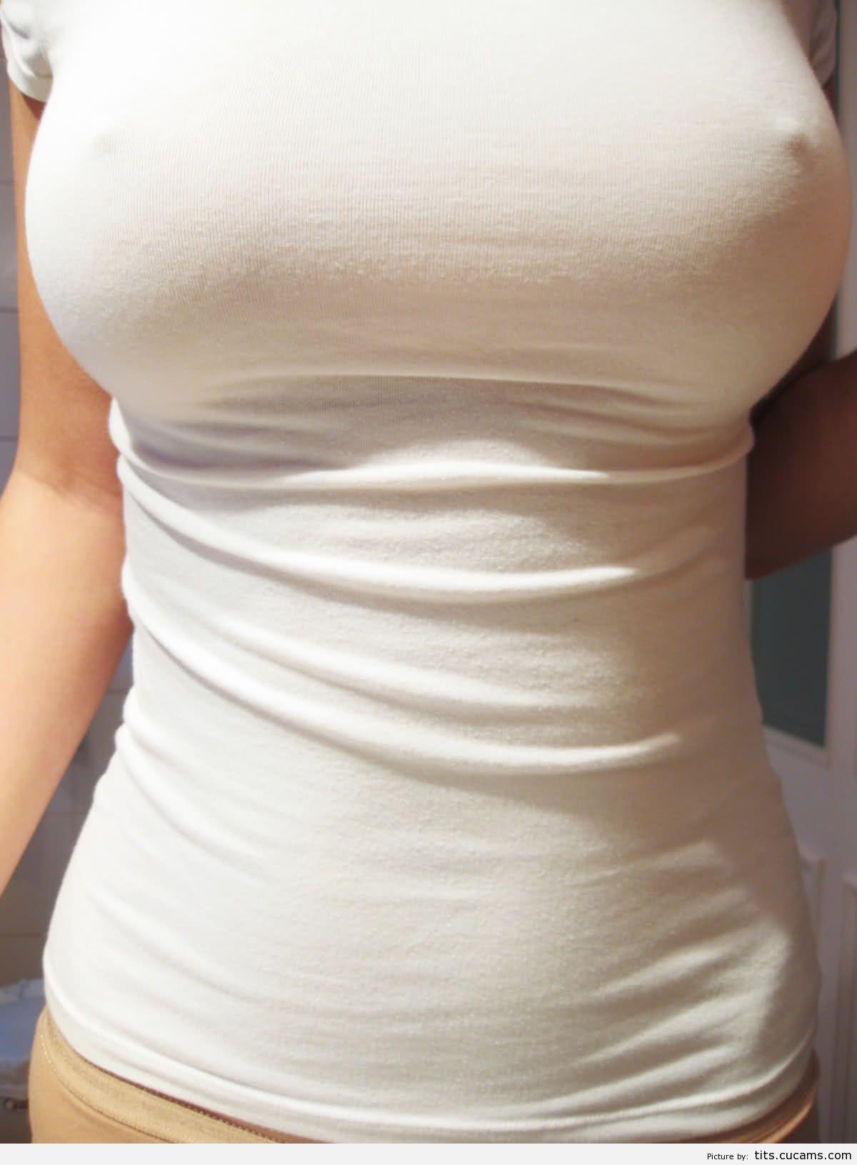 Фото сосков через футболку 14 фотография